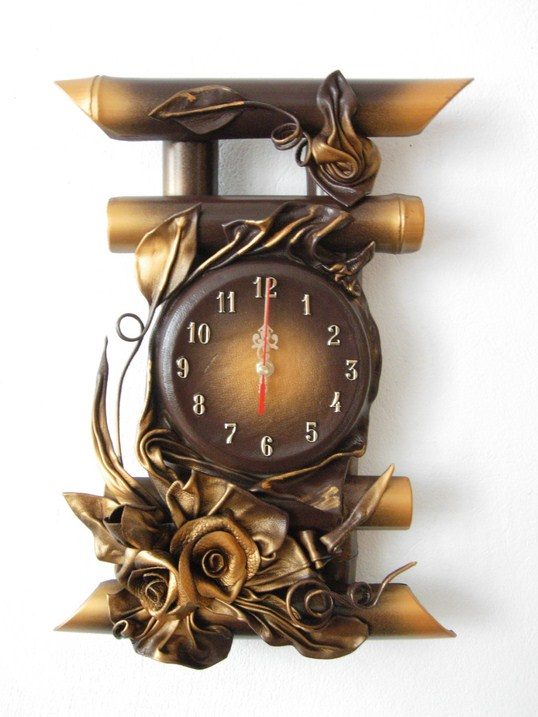BAMBOO LEATHER CLOCK STRAIGH  FROM THE MANUFACTURER.