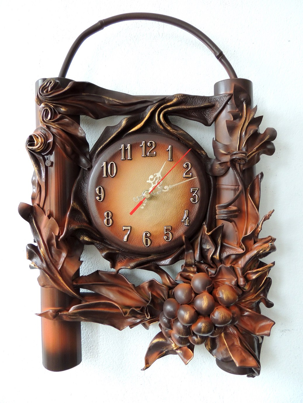 ZEGAR Z WINOGRONEM. NA WIELE OKAZJI. POLSKI PRODUCENT.LEATHER CLOCK. POLISH PRODUCER. FOR MANY OCCASIONS.