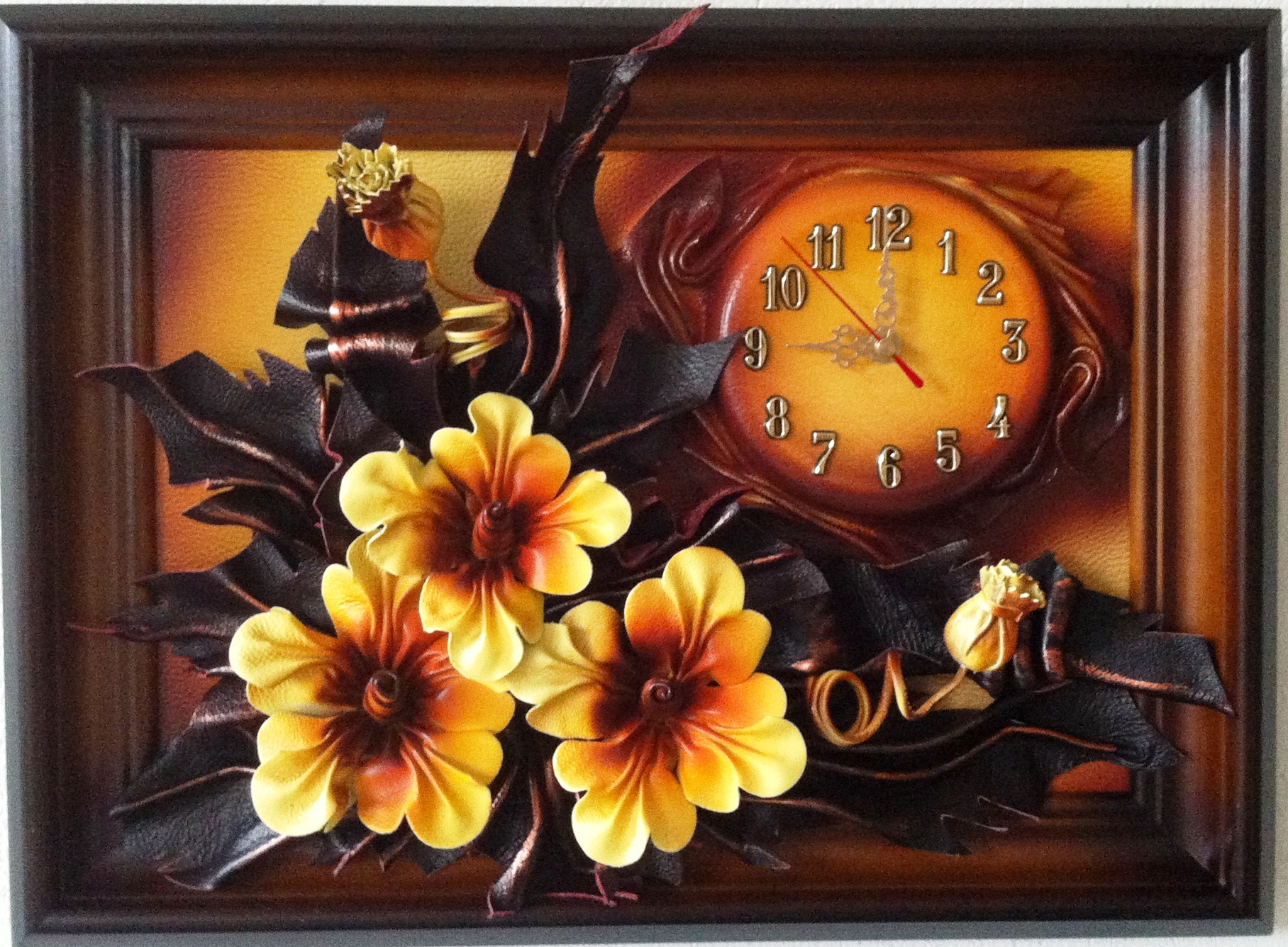 POMARAŃCZOWE KWIATKI. LEATHER CLOCK. POLISH PRODUCER. FOR MANY OCCASIONS.